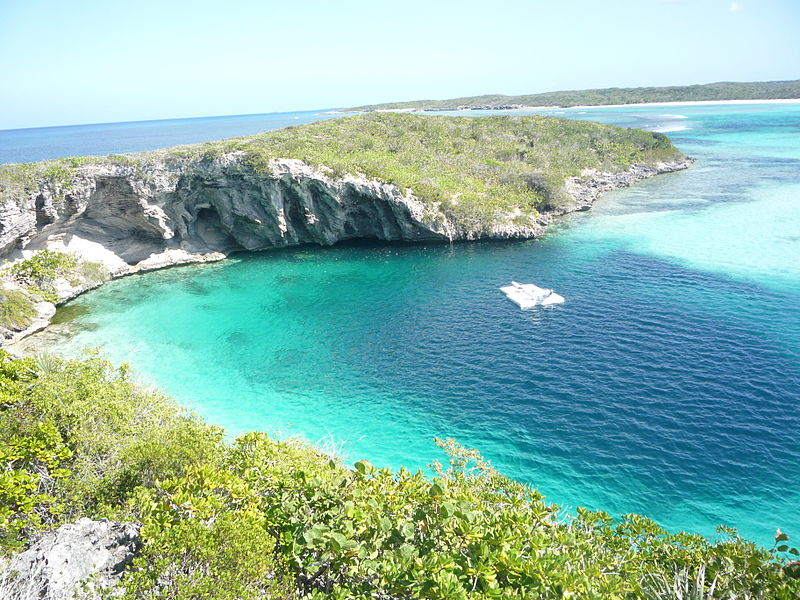 800px-Dean_Blue_Hole_Long_Island_Bahamas_20110210