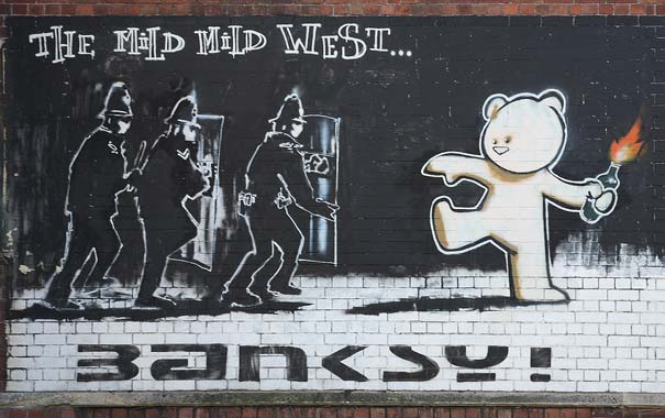 banksy-graffiti-street-art-mild-west-bear