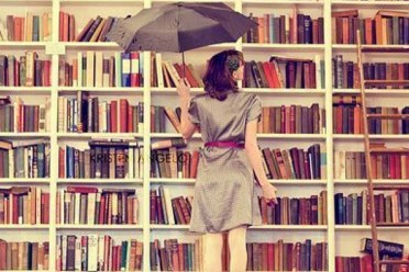 girl-in-library-700x525c