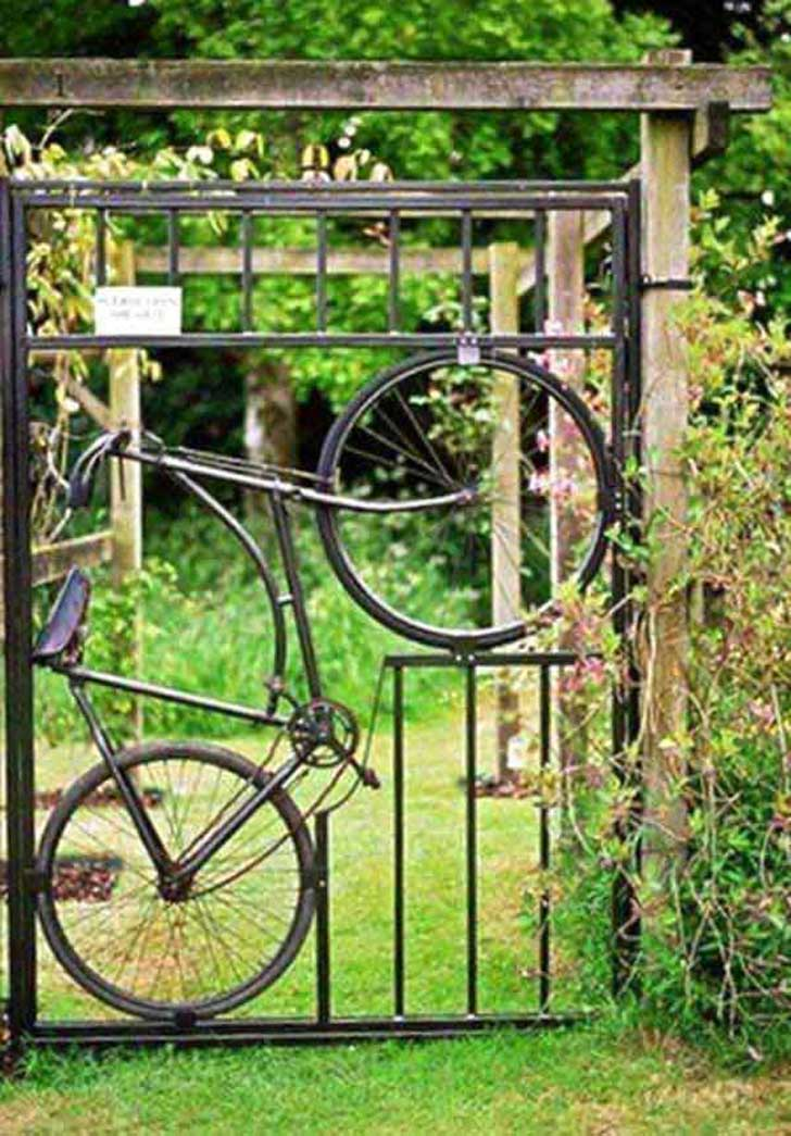 22-Insanely-Charming-Garden-Gate-DIY-Projects-Protecting-Greenery-in-Style-usefuldiyprojects.com-outdoor-space-decor-1