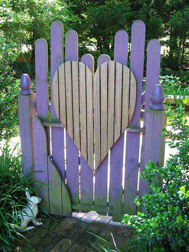 22-Insanely-Charming-Garden-Gate-DIY-Projects-Protecting-Greenery-in-Style-usefuldiyprojects.com-outdoor-space-decor-20