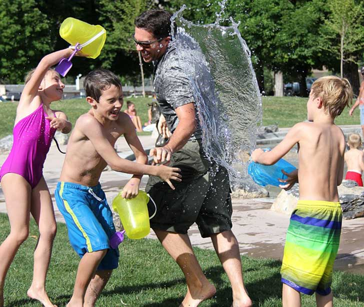water-fight-442257_640