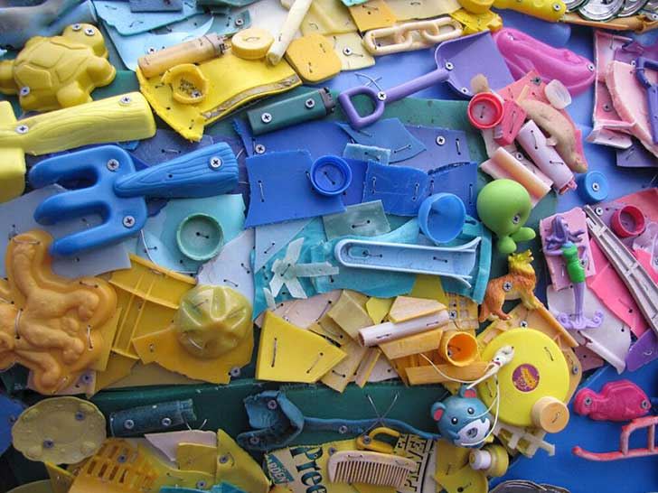 13-Sculptures-Made-of-Beach-Waste-That-Will-Make-You-Reconsider-Your-Plastic-Use4__880