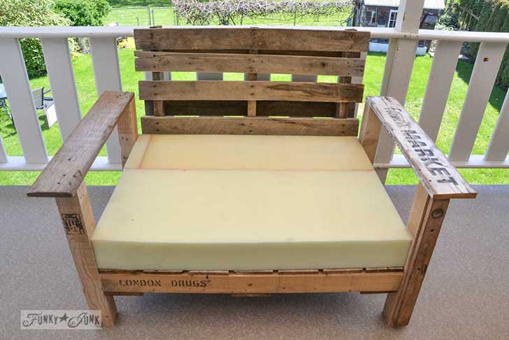 Pallet-wood-patio-chair-06061