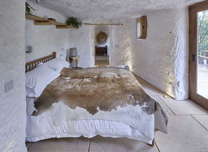 gallery-1453313757-cave-home-bedroom
