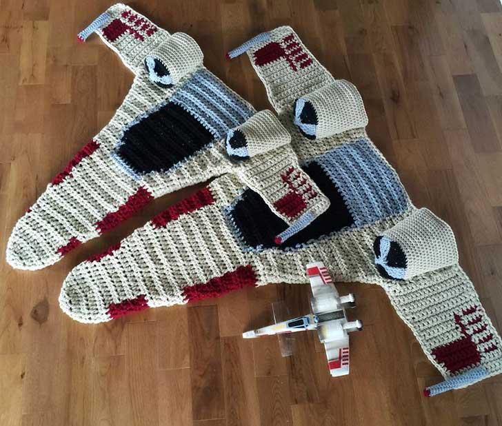 crocheted-x-wing-starfighter-blanket-that-i-made-to-keep-the-force-warm-4__880