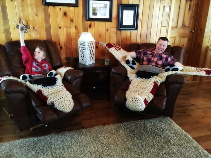 crocheted-x-wing-starfighter-blanket-that-i-made-to-keep-the-force-warm-6__880