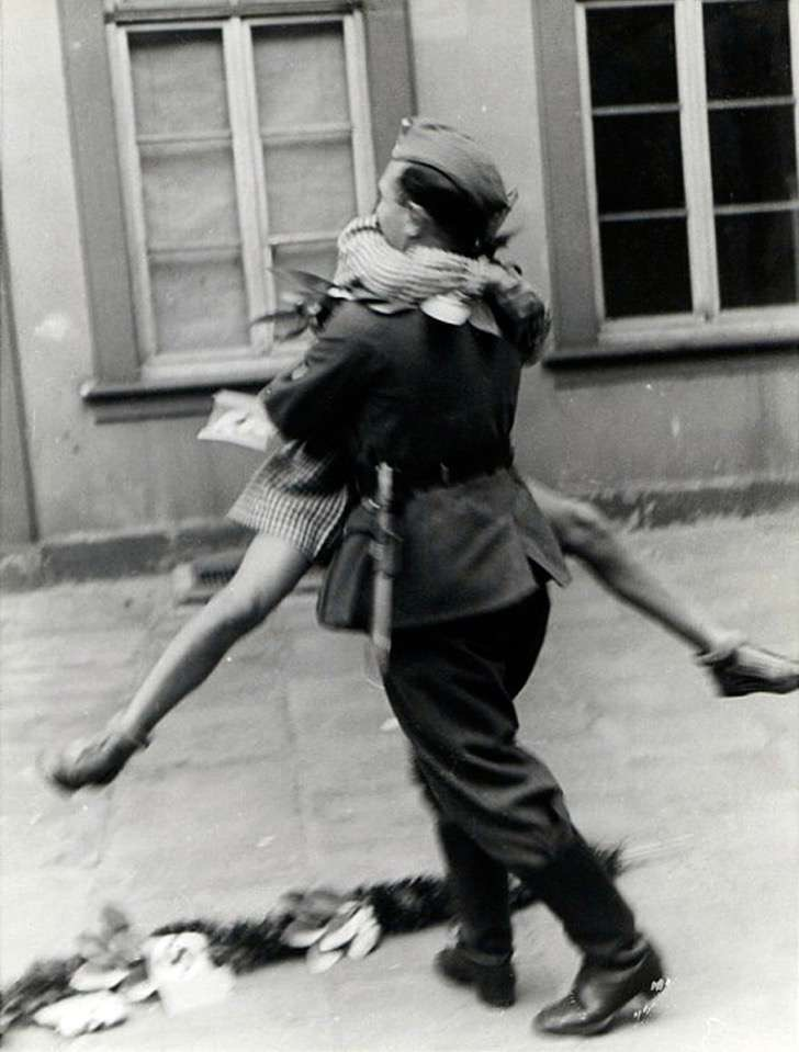 old-photos-vintage-war-couples-love-romance-22-5731f4d0a1493__880 2