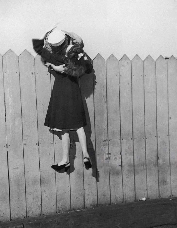 old-photos-vintage-war-couples-love-romance-41-57346580c10c4__880 2