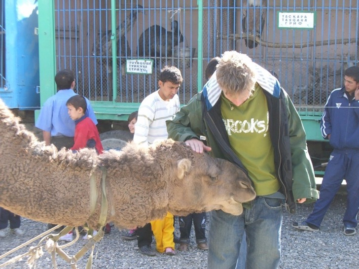 he-made-friends-with-a-few-animals-while-in-uzbekistan