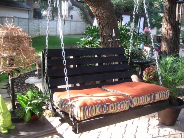the-best-diy-pallet-ideas-porch-swing-680x510