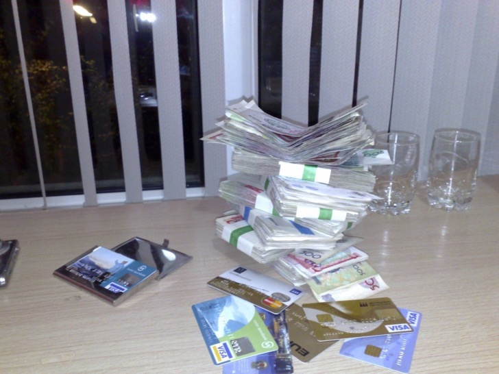 this-was-garfors-stash-of-cash-and-credit-cards-he-used-during-his-travels-through-uzbekistan