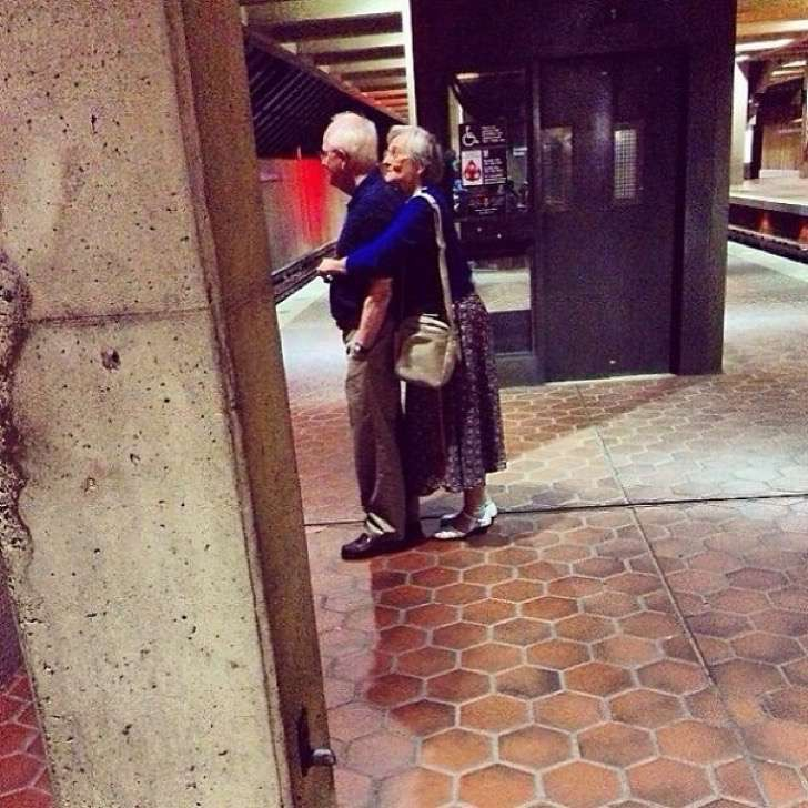 elderly-couples-in-love-6-57f4be7a41362__605-2