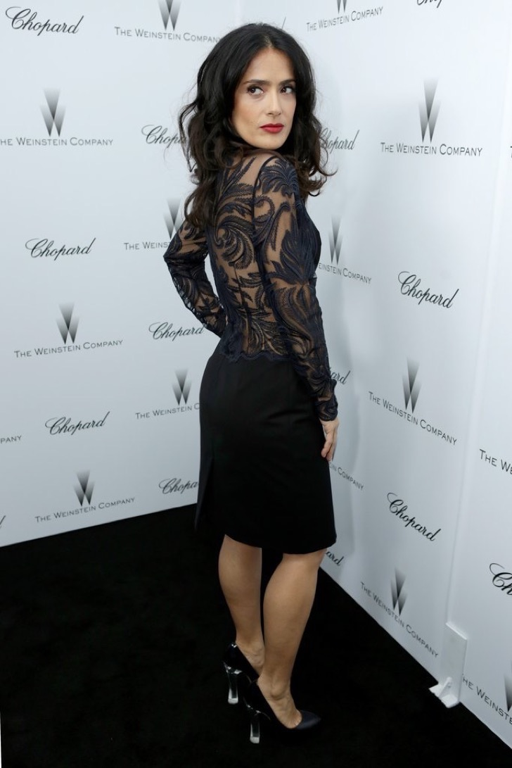 salma-hayek-brought-out-black-lace-academy-awards-party