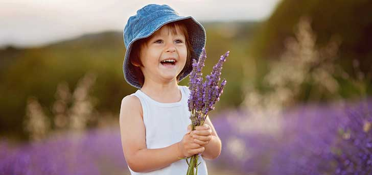 LittleFashionableFrenchBoyPlayingInLavenderField-850x400