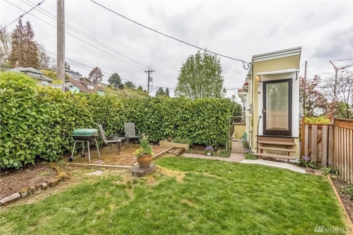 seattle-spite-house-yard-b72192-1024x682