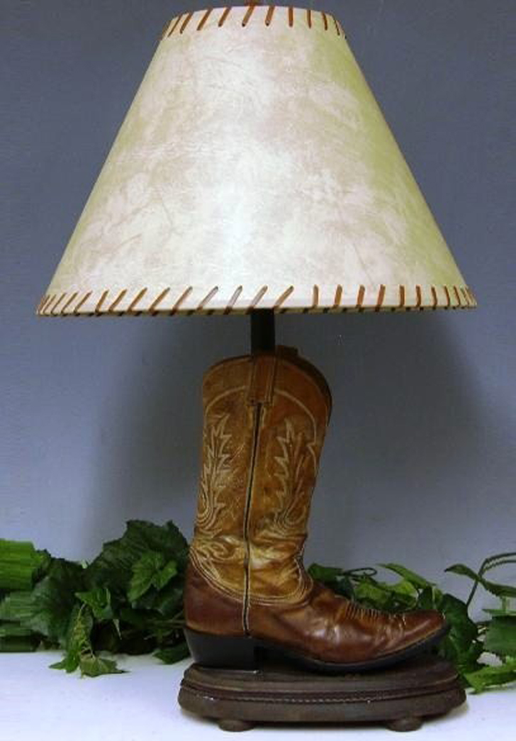 recycled-boot-into-lamp